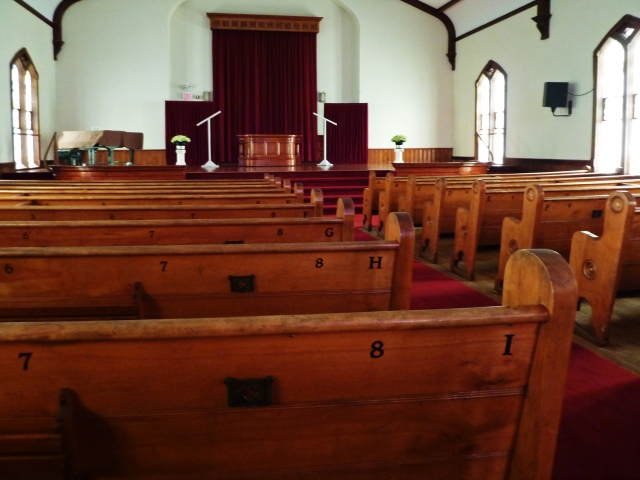 Monroe_Methodist_Church_pews