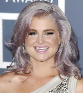 kelly-osbourne-grammys-grey-hair